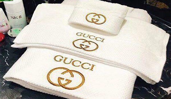 Khăn bông thêu logo thương hiệu Gucci