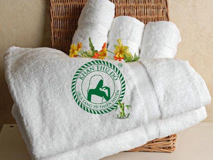Khăn bông làm từ sợi Cotton 100% rất mềm mịn và có độ bền cao